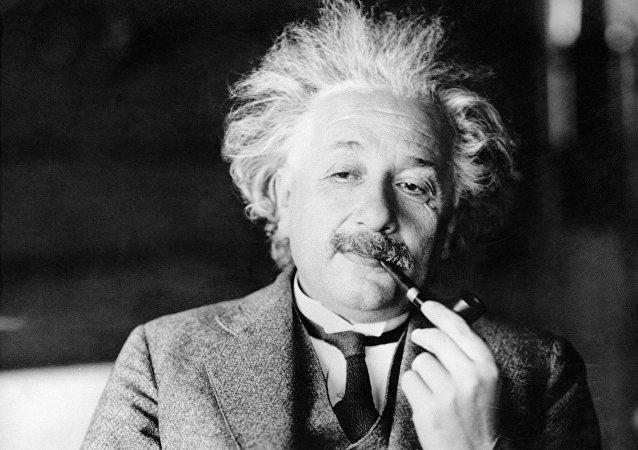 آينشتاين