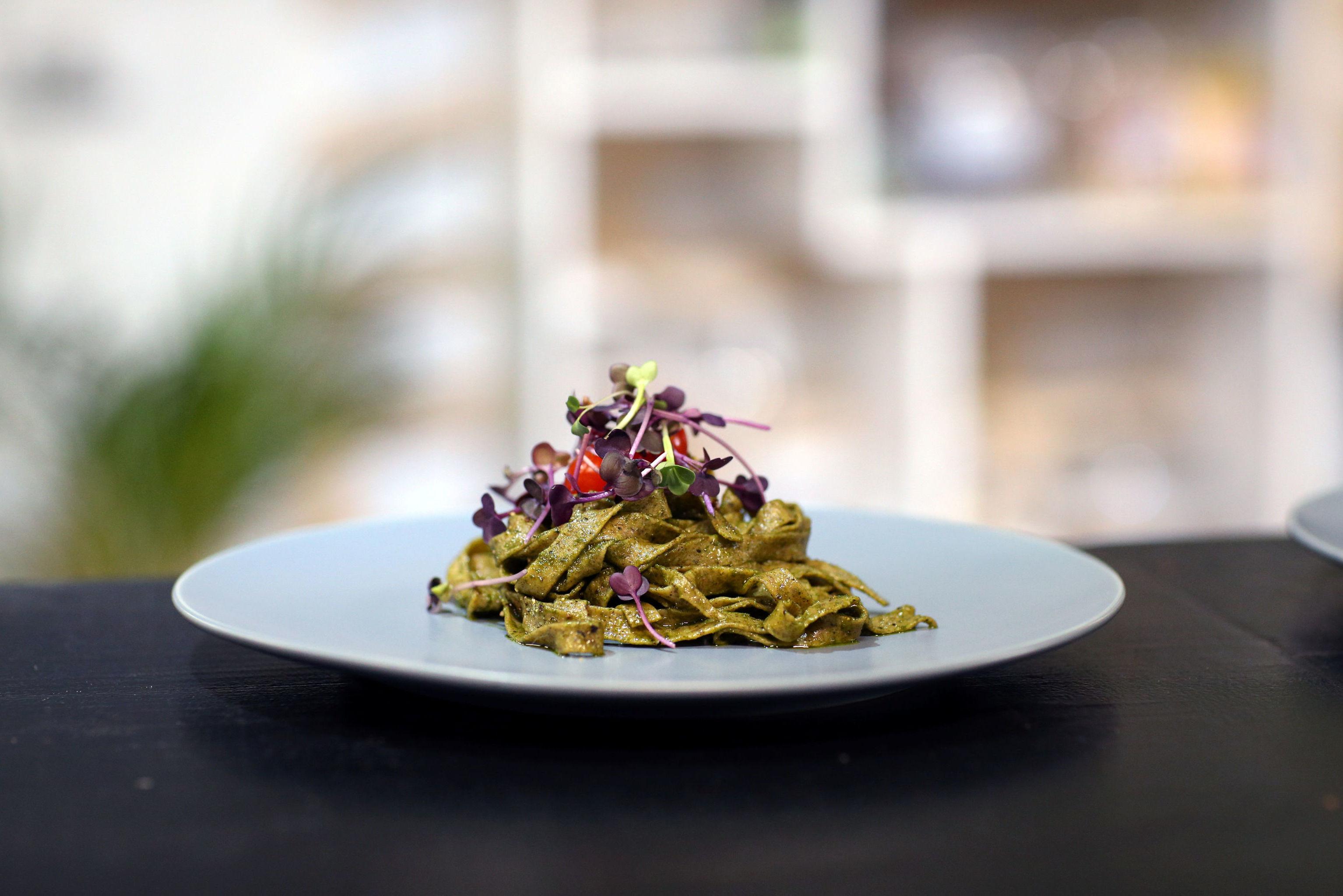 أحد الأطباق التي يتم تحضيرها بداخل أول مطعم للحشرات في جنوب أفريقيا