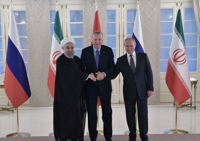 الرئيس الروسي والتركي والإيراني