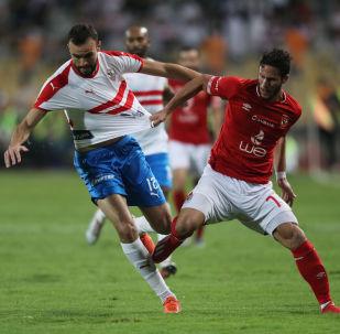 رمضان صبحي لاعب الأهلي مع حمدي النقاز لاعب الزمالك في السوبر المصري ، 20 سبتمبر/أيلول 2019