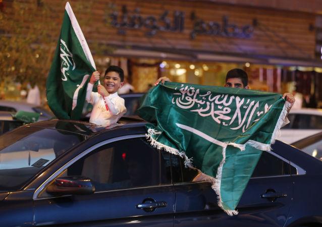 احتفالات في شوارع الرياض في السعودية باليوم الوطني للملكة