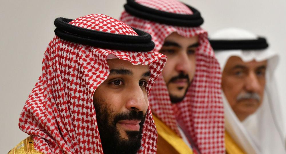 ولي العهد السعودي محمد بن سلمان مع نائبه خالد بن سلمان ووزير الخارجية السعودي إبراهيم العساف
