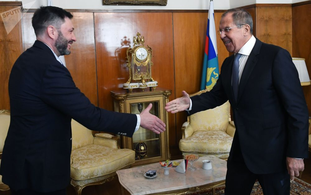 التقى وزير الخارجية الروسي، سيرغي لافروف، اليوم الاثنين، مع رئيس تحرير ريا نوفوستي أوكرانيا كيريل فيشينسكي بعد إطلاق سراحه من قبل محكمة الاستئناف الأوكرانية، 9 سبتمبر 2019