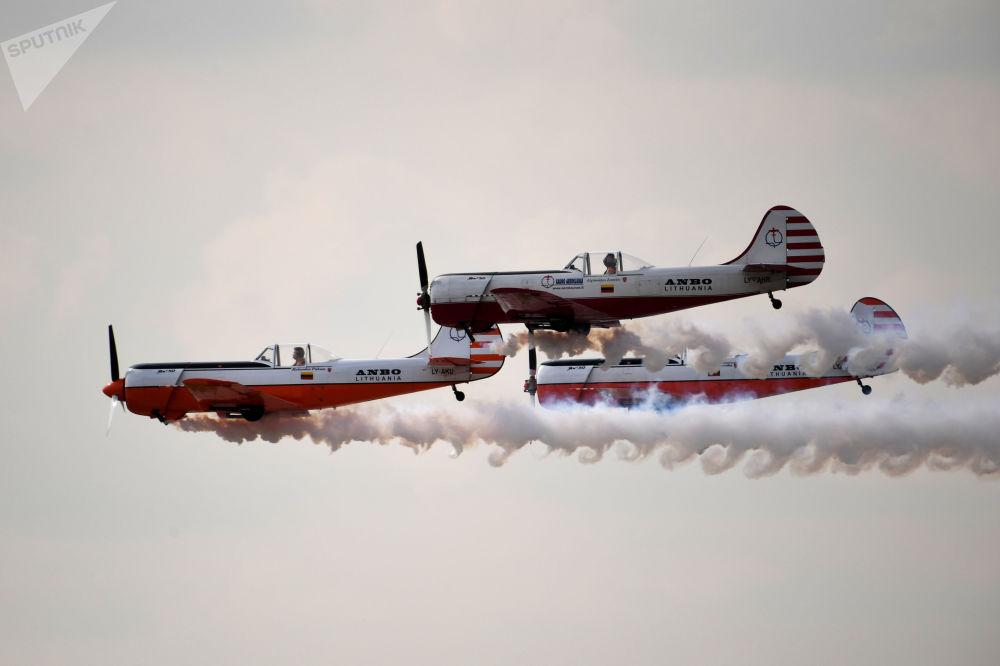 طائرات ياك-50 خلال المعرض الدولي للطيران ماكس-2019