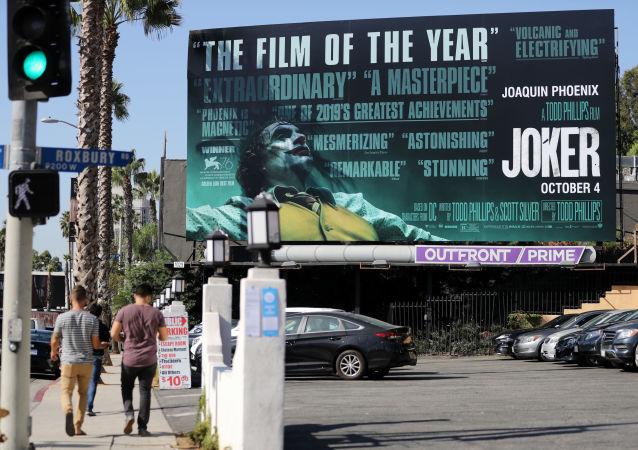 ملصق فيلم الجوكر في مدينة لوس أنجلوس الأمريكية
