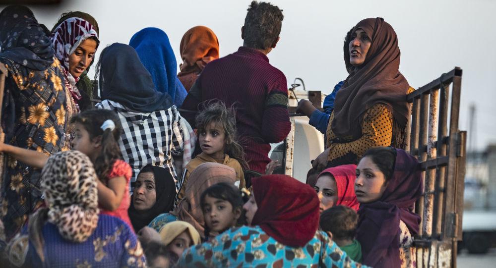 نازحون سوريون وأكراد من مناطق تنفيذ العملية العسكرية التركية نبع السلام في شمال سوريا، 9 أكتوبر 2019