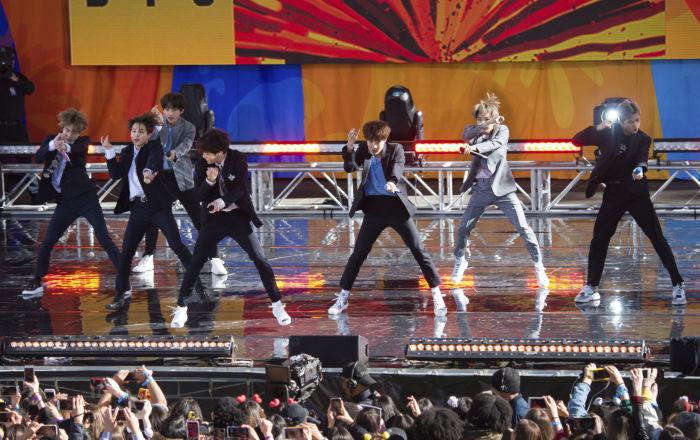 """خلال 24 ساعة… فرقة كورية تحطم رقما قياسيا عالميا في """"يوتيوب""""… فيديو"""