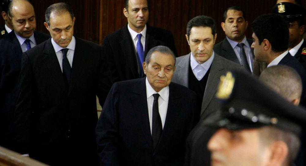وفاة قيادي إخواني مسجون قال إن مبارك سيموت في السجن.. وعلاء مبارك يعلق