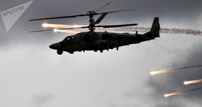 الطيران البحري الروسي من أربعة أساطيل يقوم برحلة أثناء المناورات…فيديو