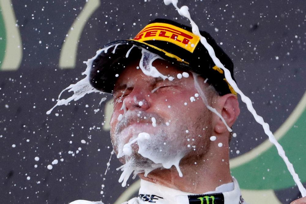 فريق مرسيدس يحتفل بالفوز بالجائزة الكبرى غران بري اليابانية في فئة سيارات الفورمولا 1، 13 أكتوبر 2019