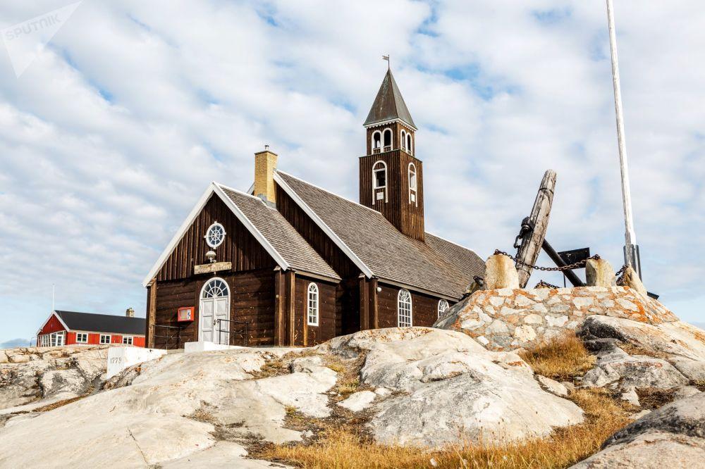 الكنيسة اللوثرية في مدينة ايلوليسات في جزيرة غرينلاند