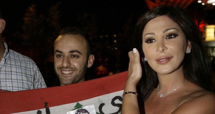 إليسا تطالب رئيس الحكومة اللبنانية حسان دياب بمغادرة منصبه