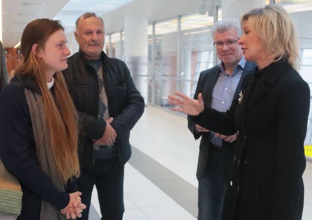 وصول ماريا بوتينا إلى موسكو