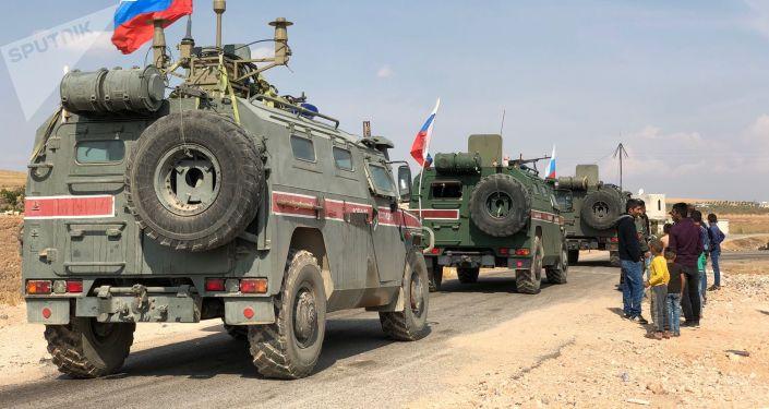 سيارات الشرطة العسكرية الروسية في شمال سوريا