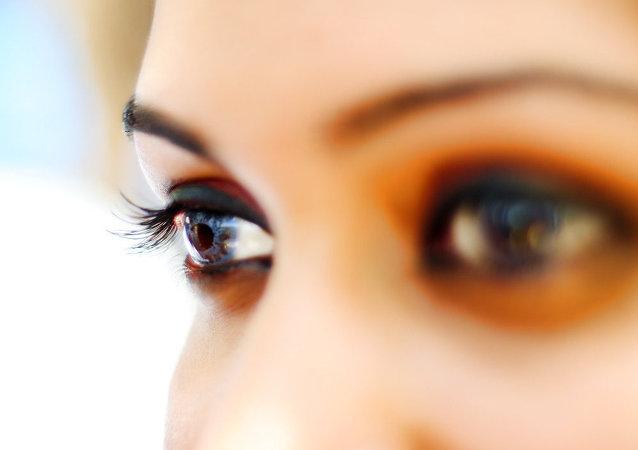 العينين