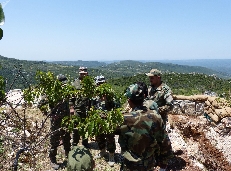 جندي سوري يجنّد الطبيعة لتأمين احتياجات وحدته في الجبهات النائية