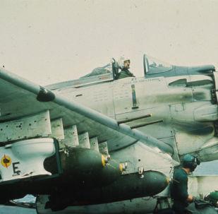 مرحاض على متن طائرة هجوم أرضي أمريكية خلال الحرب مع فيتنام عام 1965