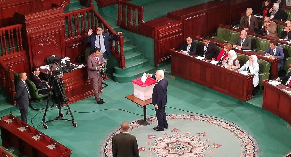 تونس: حركة النهضة تقدم برنامج الحكم وتشترط رئيسا من صلبها وسط رفض الشركاء