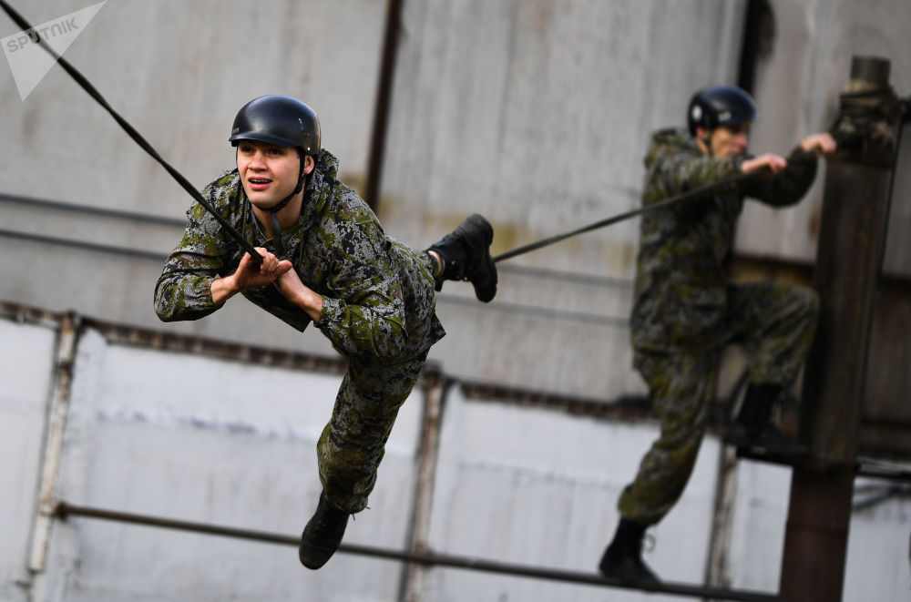 أفراد القوات الخاصة في مصلحة السجون الفيدرالية الروسية خلال عرض عسكري بمناسبة الذكرى الـ29 لتأسيس القوات الخاصة القائمة بالمهام الخاصة، 13 نوفمبر 2019