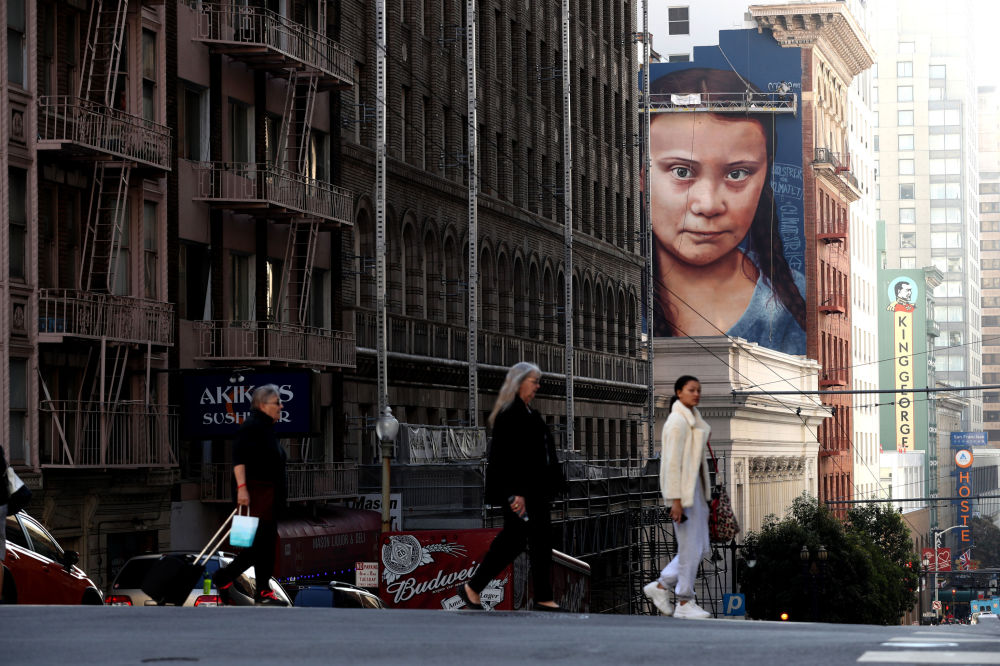 جدراية للطفلة الناشطة البيئية غريتا تونبيرغ على جدار أحد المباني في سان فرانسيسكو، كاليفورنيا 11 نوفمبر 2019
