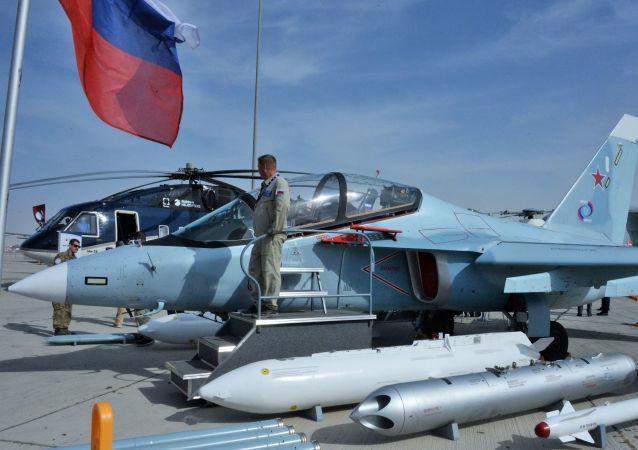 طائرة ياك-130 للتدريبات العسكرية في معرض دبي للطيران لعام 2019، 17 نوفمبر 2019