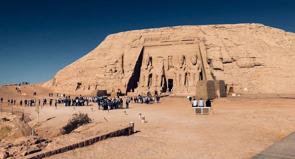 معبد أبو سمبل الأثري في جنوب غرب أسوان، مصر