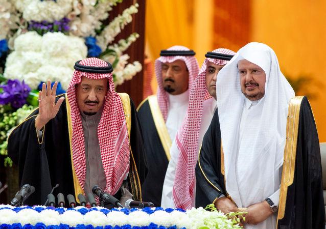 العاهل السعودي الملك سلمان بن عبد العزيز أثناء كلمته أمام مجلس الشورى