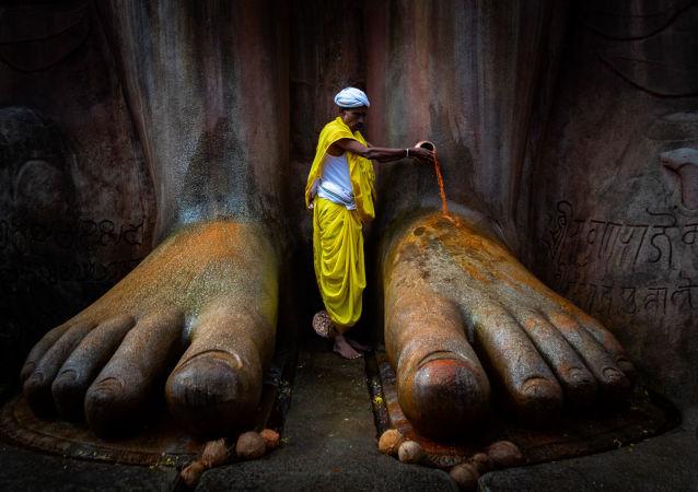صورة لـ معبد شرافانابيلاغولا، للمصور فينود كومار كولكارني، الذي تأهل إلى النهائي من مسابقة التصوير التاريخي للعام 2019