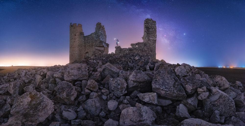 صورة قلعة كاوديللا في سانتو دومينجو كاوديللا في إسبانيا، للمصور خوليو كاسترو باردو، التي وصلت إلى نهائي مسابقة التصوير التاريخي لعام 2019