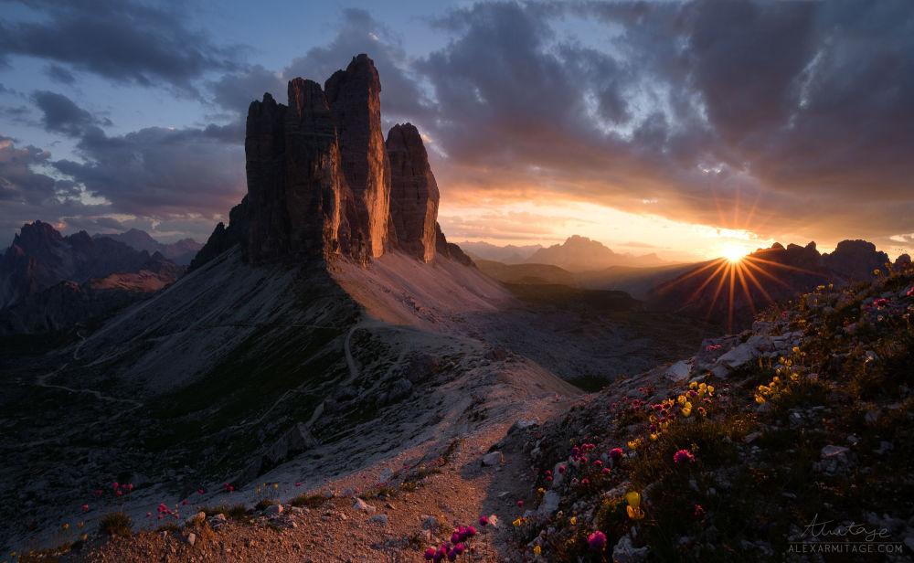 صورة لـسلسلة جبلية تري تشيميه دي لافاريدو في إيطاليا، للمصور أليكس أرميتاج، التي وصلت إلى نهائي مسابقة التصوير التاريخي لعام 2019