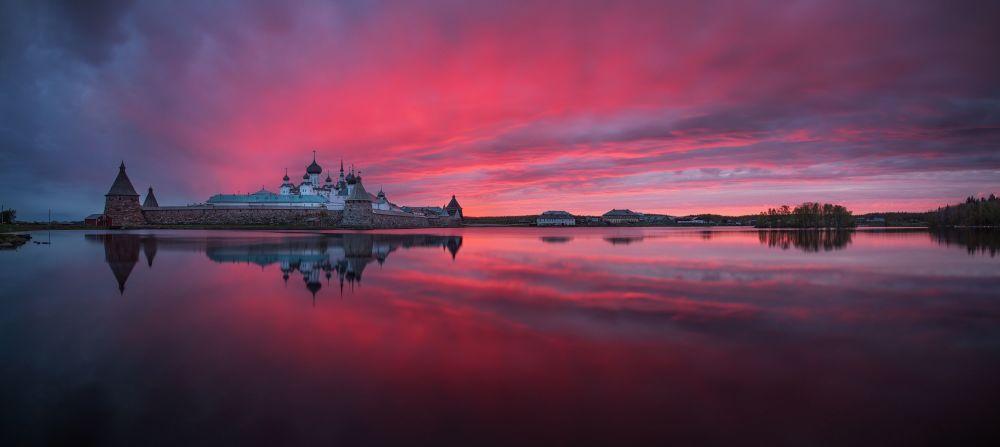 صورة الدير للمصور الروسي بيتر أوشانوف، التي تأهلت إلى توب-50 من فئة هاوي - بيئة البناء في مسابقة ذي إبسون بانو الدولية لعام 2019