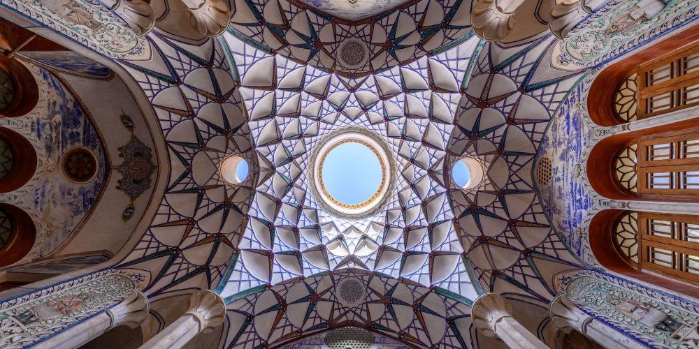 صورة إيران المقدسة 1 للمصور الهولندي مارسيل فان أوستين، التي تأهلت إلى فئة مفتوح - بيئة البناء في مسابقة ذي إبسون بانو الدولية لعام 2019