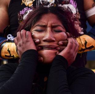 المصارعة البوليفية بلانكا بيريز، أكا كاتي الحسناء خلال مباراة للمصارعة تشوليتوس فايتينغ (Fighting Cholitas) في مدينة إل ألتو، بوليفيا 24 نوفمبر 2019