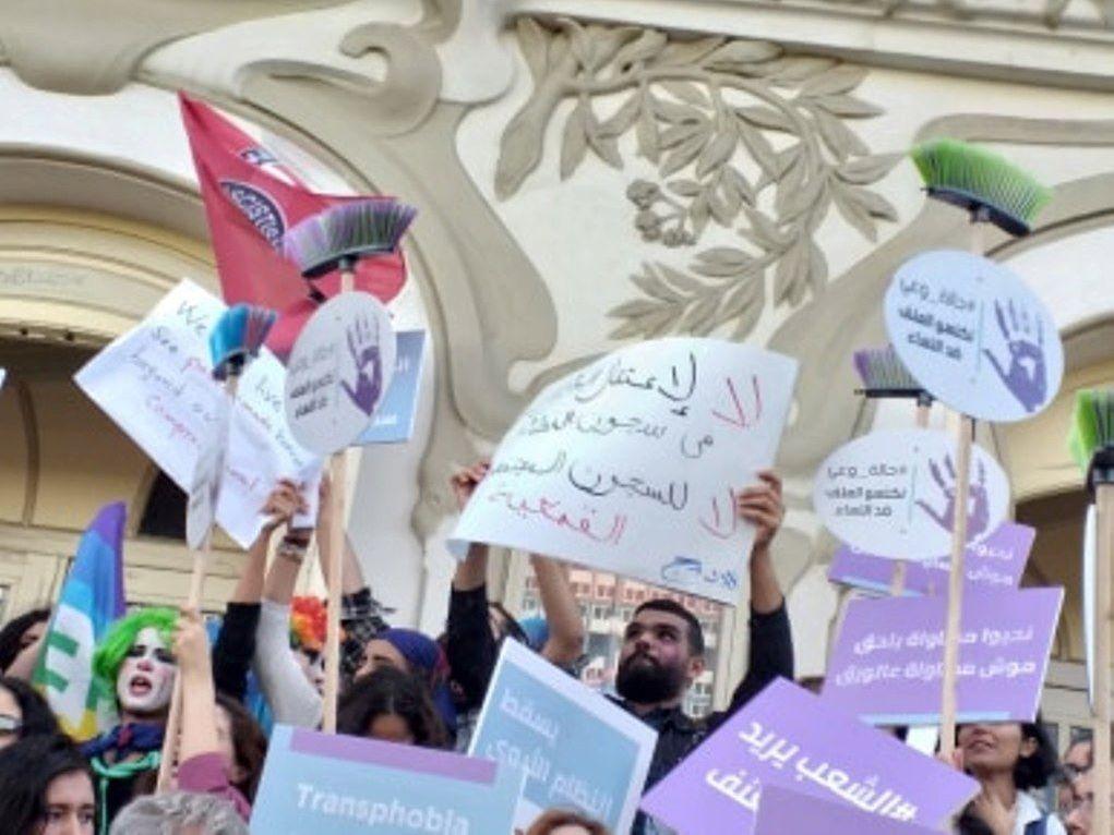 مشاركون في انتفاصة أنا زادة في تونس لمناهضة العنف المسلط على المرأة