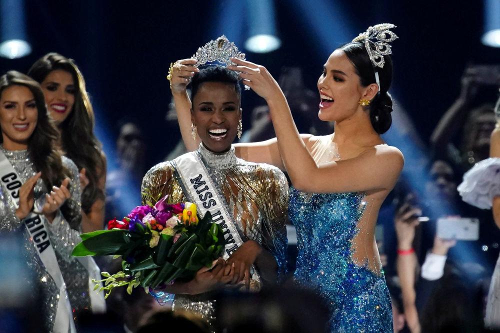 الفائزة بلقب ملكة جمال الكون من جنوب أفريقيا زوزيبيني تونزي، أتلانتا، جورجيا 8 ديسمبر 2019