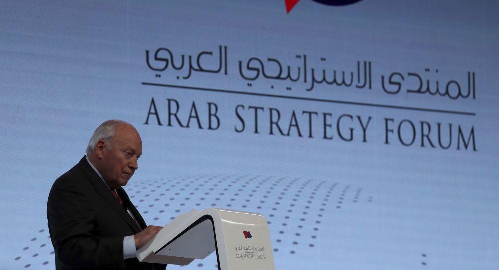 ديك تشيني، نائب الرئيس الأمريكي الأسبق، في المنتدى الاستراتيجي العربي بدبي