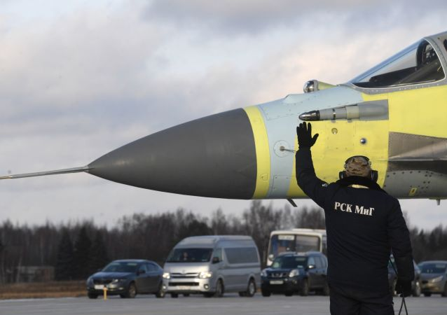 استعداد الطائرة ميغ للإقلاع  في ضواحي موسكو