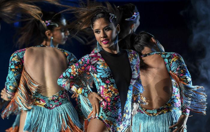 راقصات من الأرجنتين خلال مسابقة كأس بطولة للرقص اللاتيني في ميدلين، كولومبيا 12 ديسمبر 2019