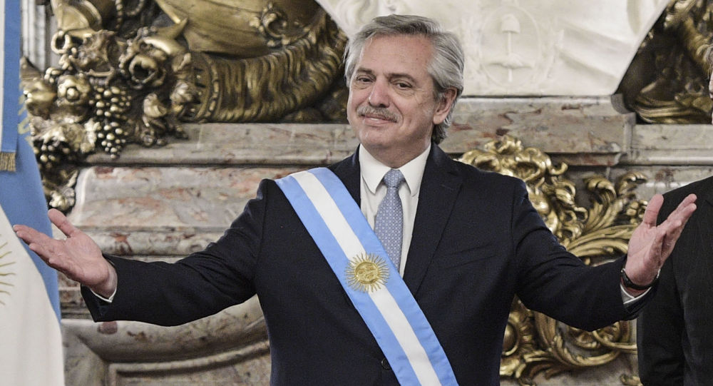 بعد وصوله للرئاسة... ألبرتو فرنانديز يعود إلى مراكز الجامعة للإشراف على الامتحان النهائي