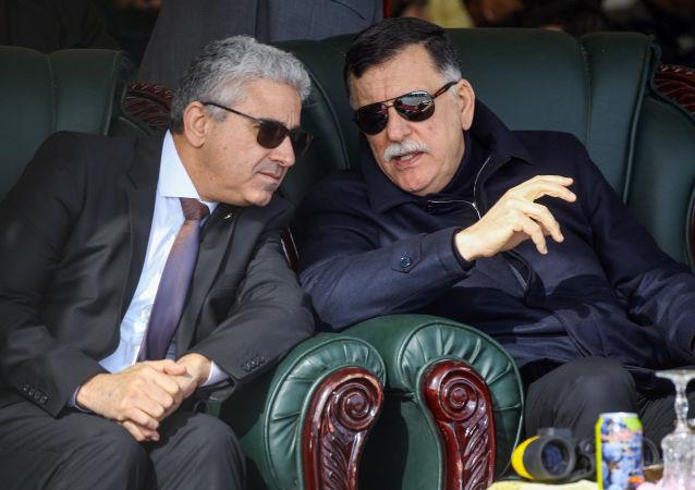 رئيس حكومة الوفاق الوطني الليبية فايز السراج ووزير الداخلية في الوفاق فتحي باشاغا