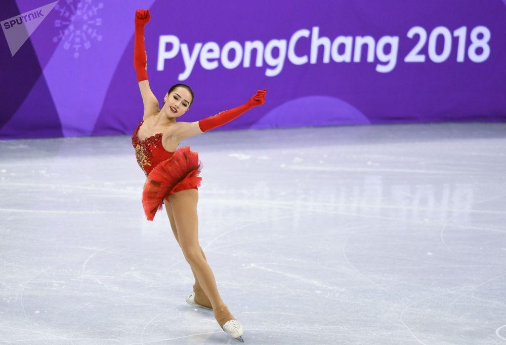ألينا زاغيتوفا خلال فقرة فنية حرة للتزحلق على الجليد في إطار الألعاب الأولمبية الشتوية الـ23 في بيونغتشانغ، كوريا الجنوبية  12 فبراير 2018