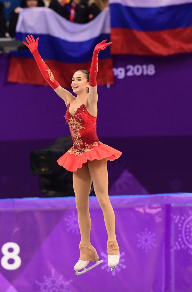 ألينا زاغيتوفا خلال فقرة فنية حرة للتزحلق على الجليد في إطار الألعاب الأولمبية الشتوية الـ23 في بيونغتشانغ، كوريا الجنوبية  23 فبراير 2018
