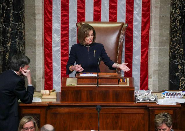 أغلبية أعضاء مجلس النواب الأمريكي يوافقون على مساءلة ترامب بتهمة عرقلة عمل الكونغرس