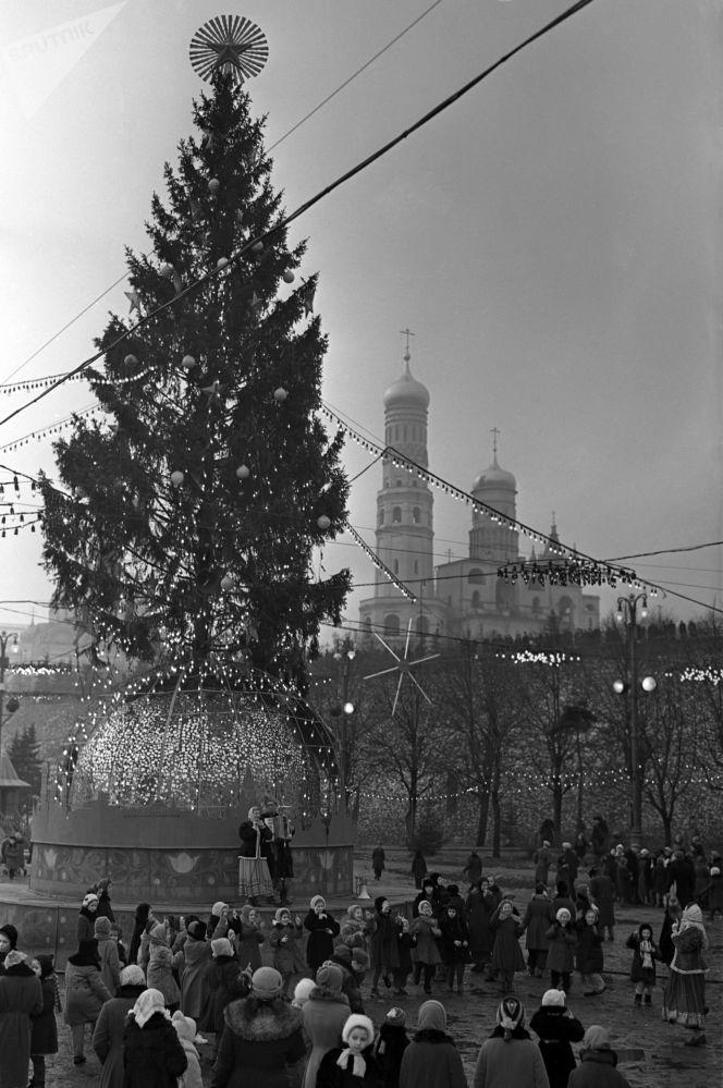 وضع شجرة الميلاد في الكرملين، عام 1960