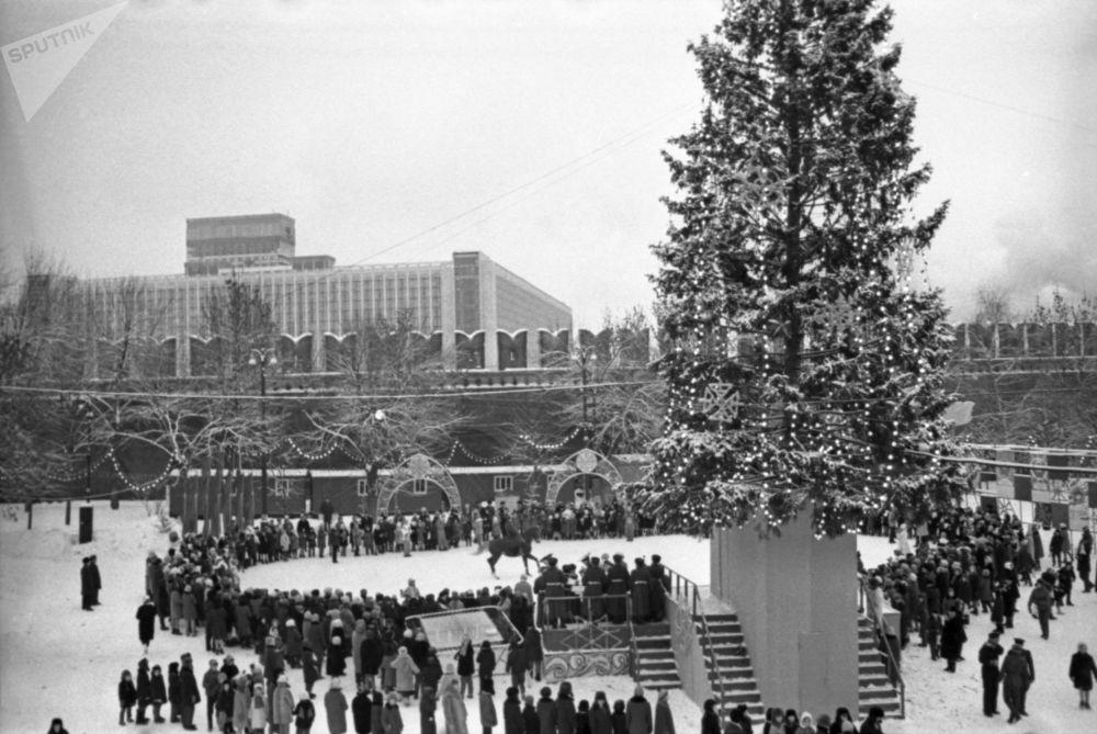شجرة رأس السنة في ساحة الكرملين، عام 1968