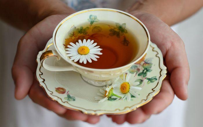 طريقة مدهشة لعمل كوب شاي في الصباح… فيديو