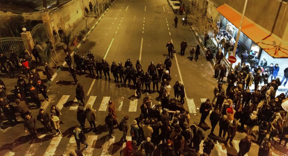 مظاهرات في إيران بعد اعتراف الحرس الثوري بإسقاط طائرة الركاب الأوكرانية عن طريق الخطأ