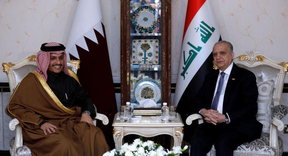 وزير الخارجية القطري، الشيخ محمد بن عبد الرحمن آل ثاني، مع وزير الخارجية العراقي محمد علي الحكيم في بغداد