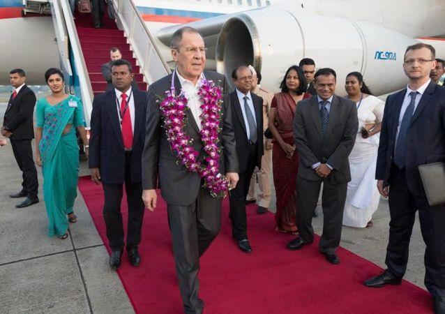 سريلانكا تستقبل لافروف على طريقتها