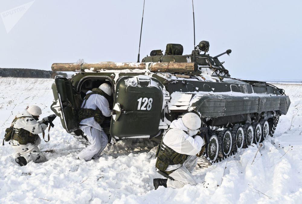 تدريبات التزلج للعسكريين الروس في منطقة كيميروفو